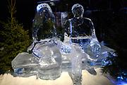 Het IJsbeelden Festival presenteert '200 jaar Koninkrijk der Nederlanden', een vorstelijke geschiedenis in ijs en sneeuw.<br /> <br /> Op de foto:  IJssculpturen van koning Willem-Alexander en koningin Maxima