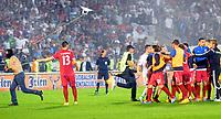 Fotball<br /> EM-kvalifisering<br /> Serbia v Albania<br /> 14.10.2014<br /> Foto: imago/Digitalsport<br /> NORWAY ONLY<br /> <br /> Serbian fan (L) stolen drone with big Albania flag and escape
