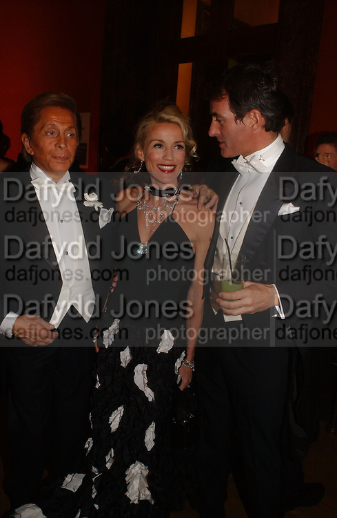 Valentino, Daphne guinness and Tim Jefferies, Belle Epoche gala fundraising dinner. National Gallery. 16 March 2006. ONE TIME USE ONLY - DO NOT ARCHIVE  © Copyright Photograph by Dafydd Jones 66 Stockwell Park Rd. London SW9 0DA Tel 020 7733 0108 www.dafjones.com