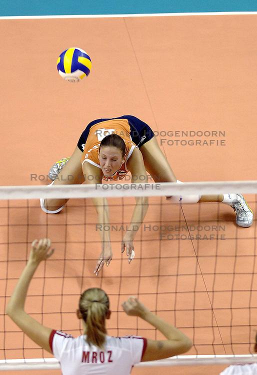 26-09-2006 VOLLEYBAL: KWALI WGP2007: NEDERLAND - POLEN: VARNA<br /> De Nederlandse volleybalsters hebben hun eerste wedstrijd van het kwalificatietoernooi voor de Grand Prix gewonnen. Nederland vocht zich tegen Polen knap terug van een 2-0-achterstand in sets en versloegen de Poolse vrouwen met 3-2 (28-30 22-25 25-22 28-26 15-10) / Chaine Staelens<br /> &copy;2006-WWW.FOTOHOOGENDOORN.NL