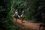 Conceicao do Castelo_ES, Brasil...Mae e filha montadas em burros em trecho da Rota Imperial...A mother and daughter riding a donkey on the Imperial Route...Foto: LEO DRUMOND / NITRO