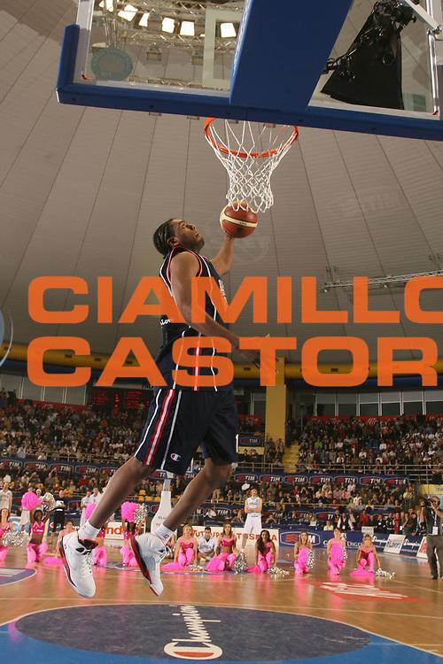 DESCRIZIONE : Torino Lega A1 2006-07 Tim All Star Game 2006 Italia Champion All Stars<br />GIOCATORE : Daniels<br />SQUADRA : Champion All Stars<br />EVENTO : Campionato Lega A1 2006-2007 <br />GARA : Tim All Star Game 2006 Gara delle Schiacciate<br />DATA : 23/12/2006 <br />CATEGORIA : Schiacciata <br />SPORT : Pallacanestro <br />AUTORE : Agenzia Ciamillo-Castoria/M.Marchi<br />Galleria : Lega Basket A1 2006-2007 <br />Fotonotizia : Torino Campionato Italiano Lega A1 2006-2007 Tim All Star Game 2006 Italia Champion All Stars<br />Predefinita :
