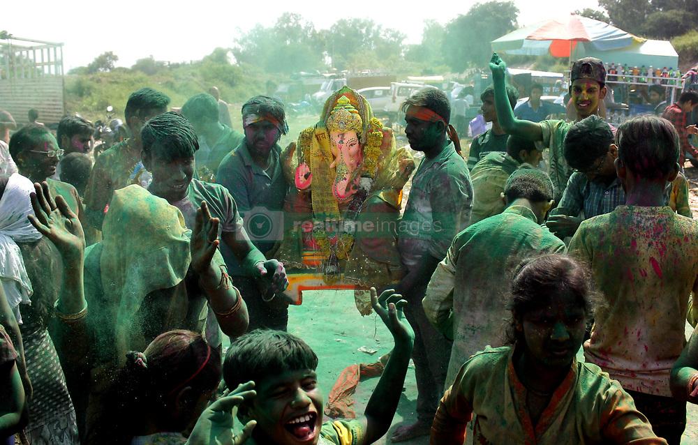 September 3, 2017 - Delhi, New Delhi, India - Devotees doing immersion of Lord Ganesha at Kalindi Kunj Yamuna in Delhi on Sunday. (Credit Image: © Shrikant Singh/Pacific Press via ZUMA Wire)
