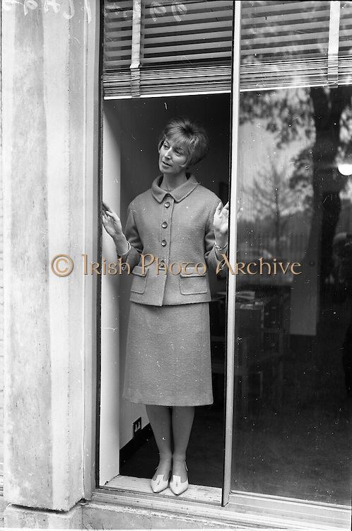 """18/04/1966<br /> 04/18/1966<br /> 18 April 1966<br /> Stands and Models at the 3rd Irish Export Fashion Fair at the Intercontinental Hotel, Dublin. """"Tiffin"""" a pink tweed two piece by Elizabeth James of Cork."""