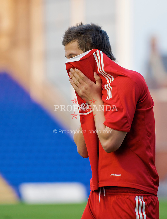 WARRINGTON, ENGLAND - Thursday, April 2, 2009: Liverpool's Krisztian Nemeth holds his head in his hands after missing a chance against Sunderland during the FA Premiership Reserves League (Northern Division) match at the Halliwell Jones Stadium. (Photo by: David Rawcliffe/Propaganda)