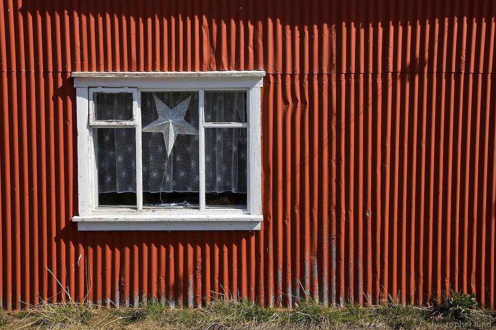 Jólastjarna í glugga á Seyðisfirði.