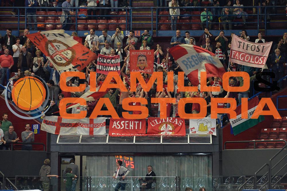 DESCRIZIONE : Milano Lega A 2015-2016 Olimpia EA7 Emporio Armani Milano Grissin Bon Reggio Emilia<br /> GIOCATORE : Pubblico<br /> CATEGORIA : Tifosi<br /> SQUADRA : Grissin Bon Reggio Emilia<br /> EVENTO : Campionato Lega A 2015-2016 GARA :Olimpia EA7 Emporio Armani Milano Grissin Bon Reggio Emilia<br /> DATA : 26/03/2016<br /> SPORT : Pallacanestro <br /> AUTORE : Agenzia Ciamillo-Castoria/I.Mancini<br /> GALLERIA : Lega Basket A 2015-2016 FOTONOTIZIA : Milano Lega A 2015-2016 Olimpia EA7 Emporio Armani Milano Grissin Bon Reggio Emilia<br /> PREDEFINITA :