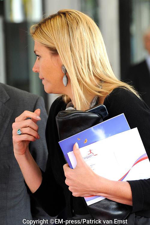 Hare Koninklijke Hoogheid Prinses M&aacute;xima der Nederlanden heeft woensdagochtend 29 september de landelijke bijeenkomst van de Stichting Microfinanciering en Ondernemerschap Nederland bij in Media Plaza in Utrecht bijgewoond.<br /> <br /> Tijdens de bijeenkomst gaat de Prinses in gesprek met een aantal ondernemers over hun ervaringen met het verkrijgen van een microkrediet. Verschillende ondernemers vertellen hoe zij hebben geprofiteerd van de goede begeleiding door een coach. Er worden diverse voorbeelden gepresenteerd. De heer Laman Trip, voorzitter van de Raad voor Microfinanciering, houdt een toespraak tijdens de opening van de bijeenkomst.