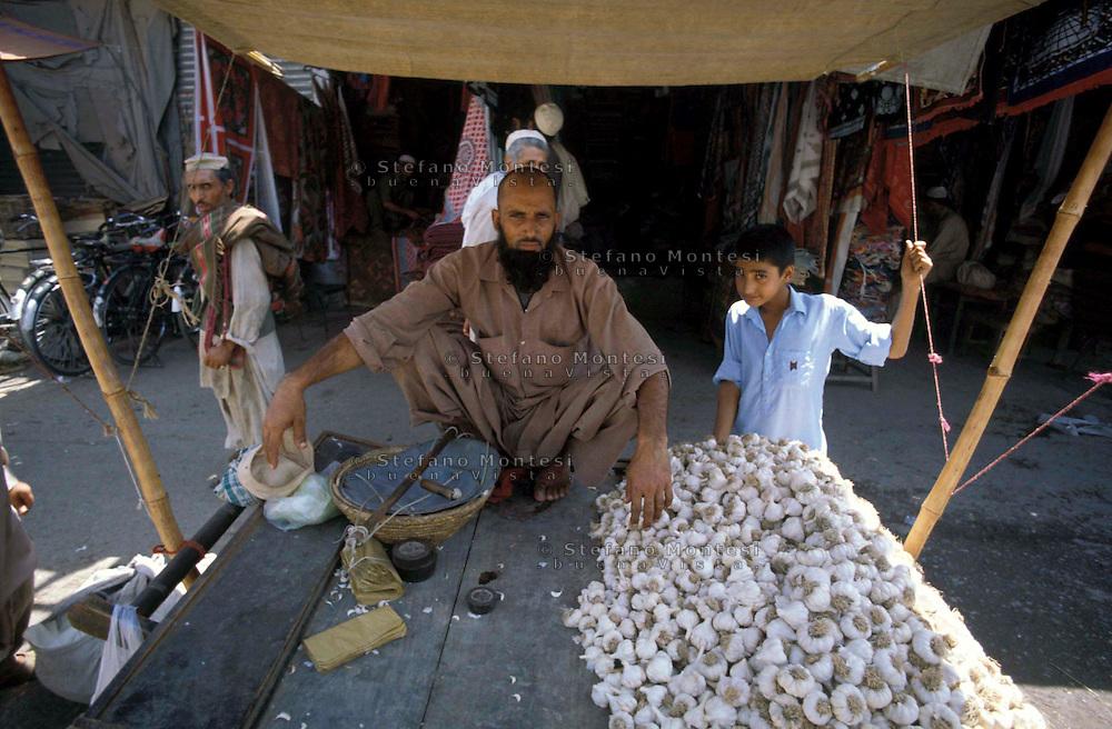 Pakistan  Peshawar  1986..Old City..A stand of garlic