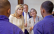ROTTERDAM - Queen Maxima brings a working visit to Start a College of Zadkine to talk with students what it is like to be at school and how to deal with money. copyright  /Zadkine Startcollege, Carmen Nelstein  ROTTERDAM - Koningin Maxima brengt een werkbezoek aan een Startcollege van Zadkine om met leerlingen te praten hoe het is om op school te zitten en met hoe om te gaan met geld.  copyright /Zadkine Startcollege, Carmen Nelstein