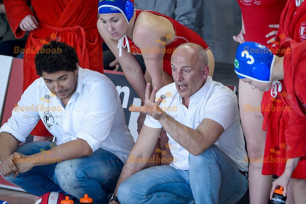 07-04-2018: Waterpolo: UZSC v Het Ravijn: Utrecht<br /> <br /> (L-R) Coach Hans van Zeeland van Het Ravijn tijdens het Eredivisie duel tussen UZSC  en Het Ravijn op 7 april in zwembad De Krommerijn in Utrecht<br /> <br /> Eredivisie dames - Seizoen 2017 / 2018 <br /> Kwart finale play-offs<br /> <br /> Foto: Gertjan Kooij