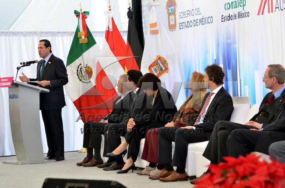 Toluca, México.- Eruviel Ávila Villegas, gobernador del Estado de México, durante la inauguración del Centro Tecnológico Regional de ALPLA, empresa austríaca especializada en soluciones de embalaje, que implementa el sistema de educación dual, esta compañía tiene presencia en México desde hace más de 20 años. Agencia MVT / José Hernández