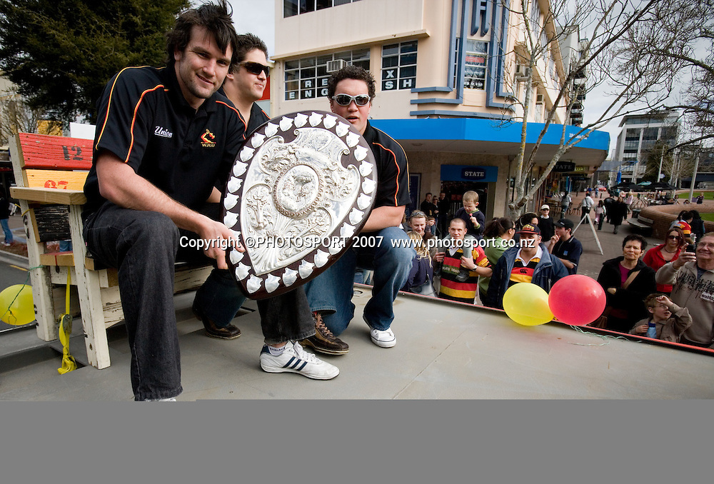 Suspended Waikato player Toby Lynn holds the Ranfurly Shield with team mates Andre Ellison and Vern Kamo in a Mooloo Parade up Victoria Street, ahead of the Waikato v Canterbury Air New Zealand Cup Round 6 and Ranfurly Shield match at Waikato Stadium, Hamilton. Saturday 1 September 2007. Photo: Stephen Barker/PHOTOSPORT