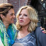 NLD/Amsterdam/20140512 - Uitreiking Nannic Award 2014, Quinty Trustfull - van den Broek en Loretta Schrijver