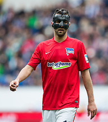 16.04.2016, Wirsol Rhein Neckar Arena, Sinsheim, GER, 1. FBL, TSG 1899 Hoffenheim vs Hertha BSC, 30. Runde, im Bild Vedad Ibisevic (Hertha BSC Berlin) mit Maske // during the German Bundesliga 30th round match between TSG 1899 Hoffenheim and Hertha BSC at the Wirsol Rhein Neckar Arena in Sinsheim, Germany on 2016/04/16. EXPA Pictures © 2016, PhotoCredit: EXPA/ Eibner-Pressefoto/ Neis<br /> <br /> *****ATTENTION - OUT of GER*****