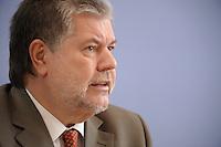 10 MAR 2008, BERLIN/GERMANY:<br /> Kurt Beck, SPD Parteivorsitzender, waehrend einer Pressekonferenz, Bundespressekonferenz<br /> IMAGE: 20080310-02-031<br /> KEYWORDS: BPK
