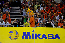 08-07-2010 VOLLEYBAL: WLV NEDERLAND - ZUID KOREA: EINDHOVEN<br /> Nederland verslaat Zuid Korea met 3-0 / Oranje support publiek Mascotte en Mikasa boarding<br /> ©2010-WWW.FOTOHOOGENDOORN.NL