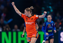16-12-2018 FRA: Women European Handball Championships bronze medal match, Paris<br /> Romania - Netherlands 20-24, Netherlands takes the bronze medal / Nycke Groot #17 of Netherlands