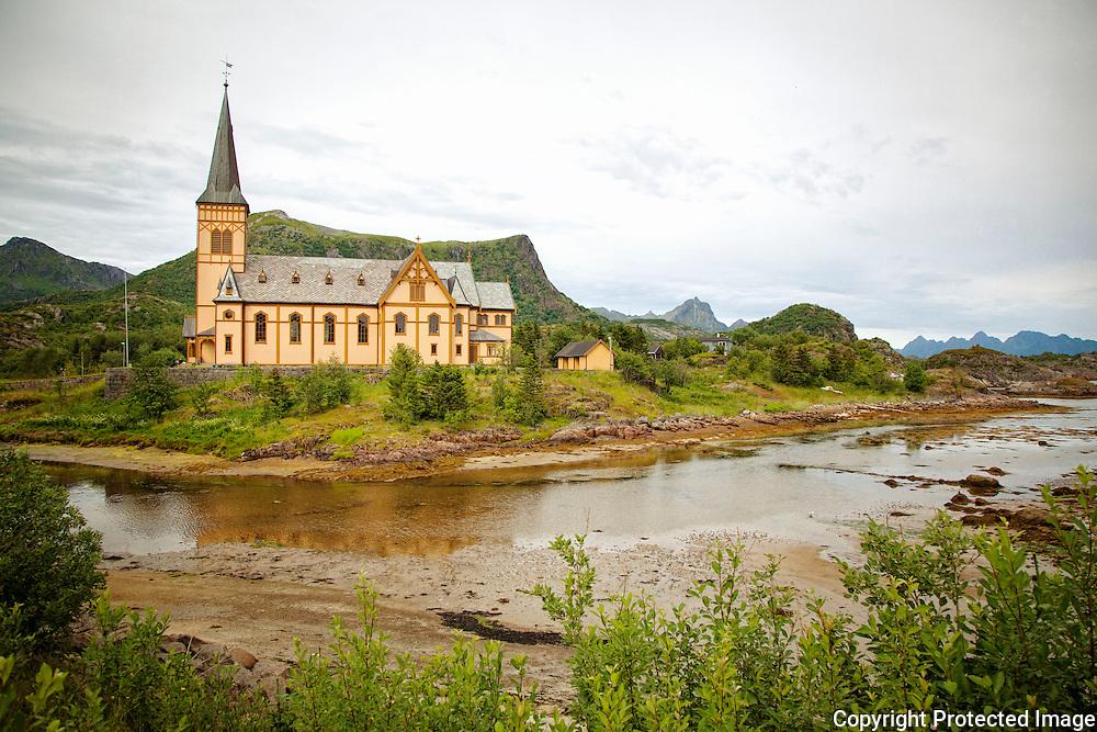 Vågan kirke er også kjent som Lofotenkatedralen. Kirka ble innviet i 1898 og er den største trebygningen i Norge nord for Trondheim.