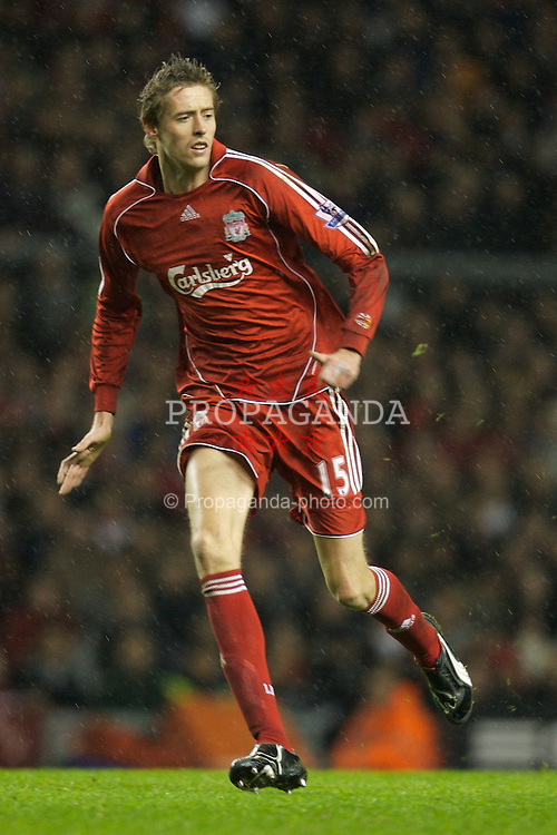 LIVERPOOL, ENGLAND - Tuesday, January 15, 2008: Liverpool's Peter Crouch in action against Luton Town during the FA Cup 3rd Round Replay at Anfield. (Photo by David Rawcliffe/Propaganda)