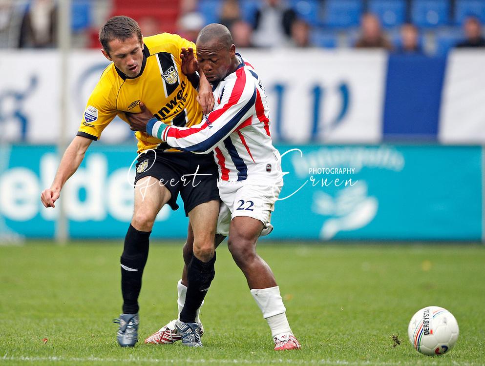 21-10-2007: Voetbal: Willem II:NAC Breda:Tilburg<br /> Ibrahim Kargbo houdt oud Willem II-er Feher van de bal<br /> Foto: Geert van Erven
