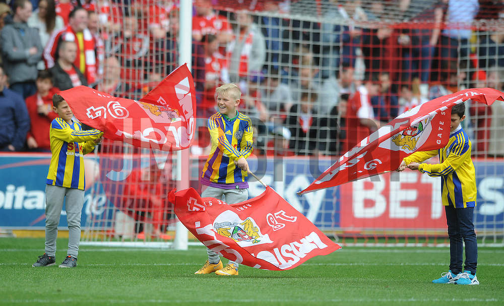 Guard of Honour - Photo mandatory by-line: Dougie Allward/JMP - Mobile: 07966 386802 - 03/05/2015 - SPORT - Football - Bristol - Ashton Gate - Bristol City v Walsall - Sky Bet League One