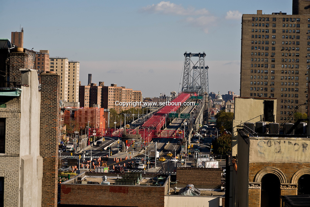 New York. elevated view on Lower east side , general view on the trendy area and Manhattan bridge  delancey street, rivington street /  Lower east side vue generale sur le quartier tendance branche de  New York Manhattan - Etats unis le pont de Manhattan