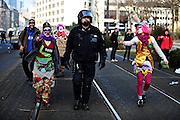 Frankfurt am Main | 18 Mar 2015<br /> <br /> Blockupy-Proteste in Frankfurt am 18.03.2015, hier: Am Mittag &auml;rgern Demo-Clowns einen Polizeibeamten.<br /> <br /> photo &copy; peter-juelich.com