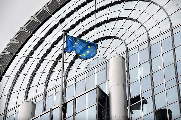 Belgie, Brussel, 4-6-2013Vlag van Europa, eu, voor een van de gebouwen van het Europees Parlement. Foto: Flip Franssen/Hollandse Hoogte