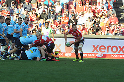 28-07-18 Emirates Airline Park, Johannesburg. Super Rugby semi-final Emirates Lions vs NSW Waratahs. 2nd half. Replacement scrum half Dillon Smit passes the ball to his backline.<br />  Picture: Karen Sandison/African News Agency (ANA)