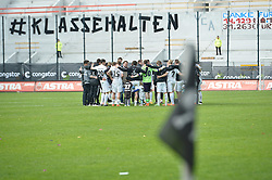 Football: Germany, 2. Bundesliga, 17.05.2015<br />FC St. Pauli Mannschaft nach dem Spiel<br />© pixathlon