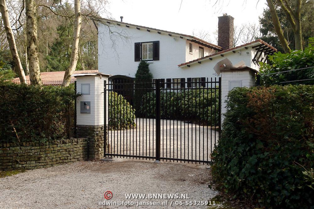 NLD/Huizen/20060320 - Nieuwe Blaricumseweg 9 Huizen, nieuwe woning Maria Kooistra en Steve te Pas