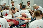 Nederland, Nijmegen, 18-7-2006..Lopers van de 4 daagse laten hun blaren prikken in de Rode Kruis tent  Later werd in Nijmegen bekend dat er wandelaars overleden zijn, en werd het evenement voor het eerst in haar geschiedenis afgelast...Foto: Flip Franssen/Hollandse Hoogte
