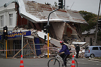 An earthquake damaged building in Christchurch after a Powerful earth quack ripped through Christchurch, New Zealand on Tuesday lunch time killing at least 65 people as it brought down buildings, buckled roads and damaged churches and the Cities Cathedral. Photo Tim Clayton