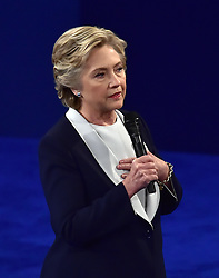 Das zweite TV-Duell: Hillary Clinton beim Town Hall Meeting in St. Louis / 091016 *** The second debate between the Republican and Democratic presidential candidates Clinton / Trump at Washington University in St. Louis, Mo.; Ocober 9th, 2016 ***
