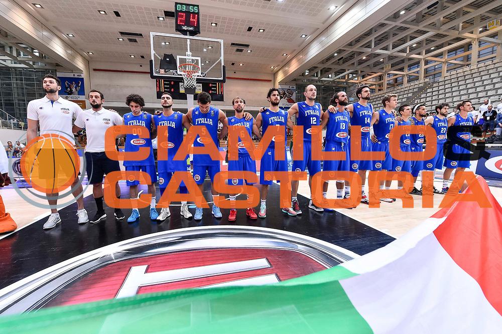 DESCRIZIONE : Trento Nazionale Italia Maschile Trentino Basket Cup Italia Paesi Bassi Italy Netherlands <br /> GIOCATORE : Team Italia Italy<br /> CATEGORIA : Ritratto Before Pregame<br /> SQUADRA : Italia Italy<br /> EVENTO : Trentino Basket Cup<br /> GARA : Italia Paesi Bassi Italy Netherlands<br /> DATA : 30/07/2015<br /> SPORT : Pallacanestro<br /> AUTORE : Agenzia Ciamillo-Castoria/GiulioCiamillo<br /> Galleria : FIP Nazionali 2015<br /> Fotonotizia : Trento Nazionale Italia Uomini Trentino Basket Cup Italia Paesi Bassi Italy Netherlands
