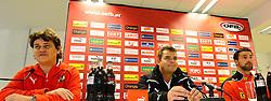 15.11.2010, Ernst Happel Stadion, Wien, AUT, UEFA 2012 Qualifier, Austria vs Greece, im Bild Peter Klingelmüller (Pressesprecher), Manfred Zsak (Co Trainer) und Stefan Maierhofer, EXPA Pictures © 2010, PhotoCredit: EXPA/ M. Gruber