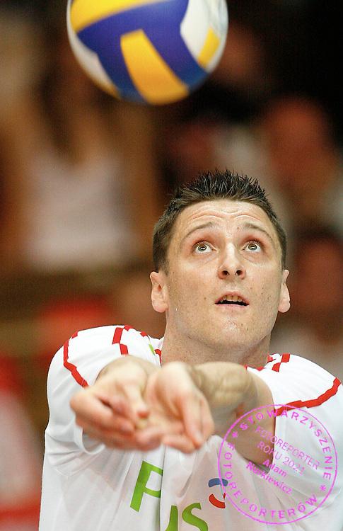 LODZ 25/05/2007.VOLLEYBALL WORLD LEAGUE 2007.POOL D INTERCONTINENTAL ROUND.POLAND v CHINA.PIOTR GRUSZKA OF POLAND.FOT. PIOTR HAWALEJ / WROFOTO