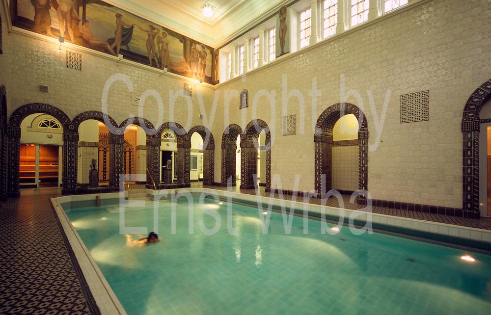 Deutschland Germany Hessen.Hessen, Wiesbaden.Kaiser-Friedrich-Therme (Thermalbad von 1913), Schwimmbecken., ...