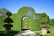 arched shrubs gardens of eyrignac, france