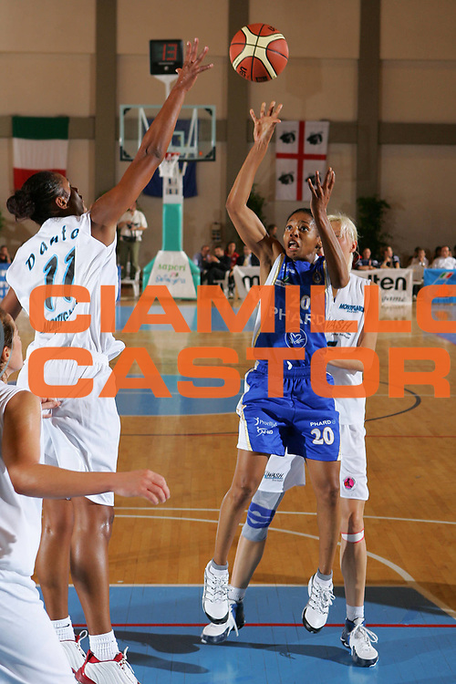 DESCRIZIONE : Cagliari Lega A1 Femminile 2006-07 Prima Giornata New Wash Montigarda Phard Napoli <br /> GIOCATORE : Holland <br /> SQUADRA : Phard Napoli <br /> EVENTO : Campionato Lega A1 2006-2007 Prima Giornata <br /> GARA : New Wash Montigarda Phard Napoli <br /> DATA : 07/10/2006 <br /> CATEGORIA : Tiro <br /> SPORT : Pallacanestro <br /> AUTORE : Agenzia Ciamillo-Castoria/S.Silvestri