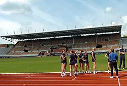22-06-2004 VOLLEYBAL: TRAINING VOLLEYBAL DAMES: AMSTERDAM<br /> Training Dames in het Olympisch Stadion - Suzanne Freriks, Manon Flier, Elke Wijnhoven, Debby Stam, Avital Selinger en Janneke van Tienen<br /> ©2004-www.fotohoogendoorn.nl
