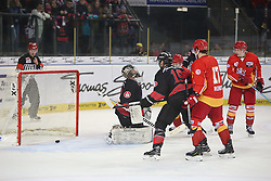 04.01.2015, Arena Nuernberger Versicherung, Nuernberg, GER, DEL, Thomas Sabo Ice Tigers Nuernberg vs Duesseldorfer EG, 35. Runde, im Bild Trikotnr.: 29 Andreas Jenike - Ice Tigers Nuernberg rutscht hier der Puk in der 60. Minute durch die Schoner - 4:1 Anschlusstreffer fuer die Duesseldorfer // during Germans DEL Icehockey League 35th round match between Thomas Sabo Ice Tigers Nuernberg and Duesseldorfer EG at the Arena Nuernberger Versicherung in Nuernberg, Germany on 2015/01/04. EXPA Pictures © 2015, PhotoCredit: EXPA/ Eibner-Pressefoto/ Arth<br /> <br /> *****ATTENTION - OUT of GER*****