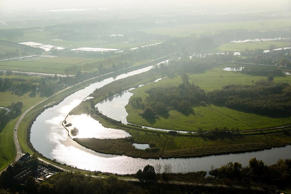 Nederland, Gelderland, Lingewaal, 28-10-2014; riviertje de Linge in de mist, omgeving Heukelum<br /> luchtfoto (toeslag op standard tarieven);<br /> aerial photo (additional fee required);<br /> copyright foto/photo Siebe Swart