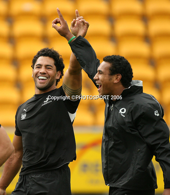 Ruben Wiki and Cooper Vuna are all smiles during the Warriors training session held at Ericsson Stadium, Auckland, on Wednesday 8 March, 2006. Photo: Andrew Cornaga/PHOTOSPORT<br />