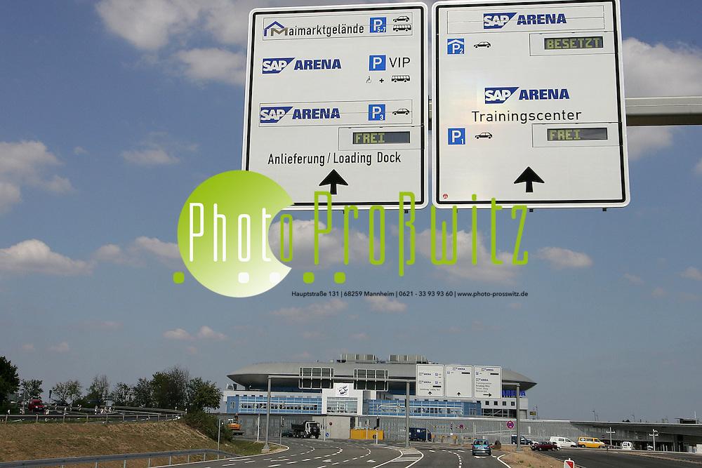 Mannheim. Wegweiser und Hinweisschilder zur SAP-Arena, Maimarkt und Carl Benz Stadion.<br /> Bild: Markus Pro&szlig;witz <br /> Bilder auch online abrufbar - Neue-/ und Archivbilder. www.masterpress.org