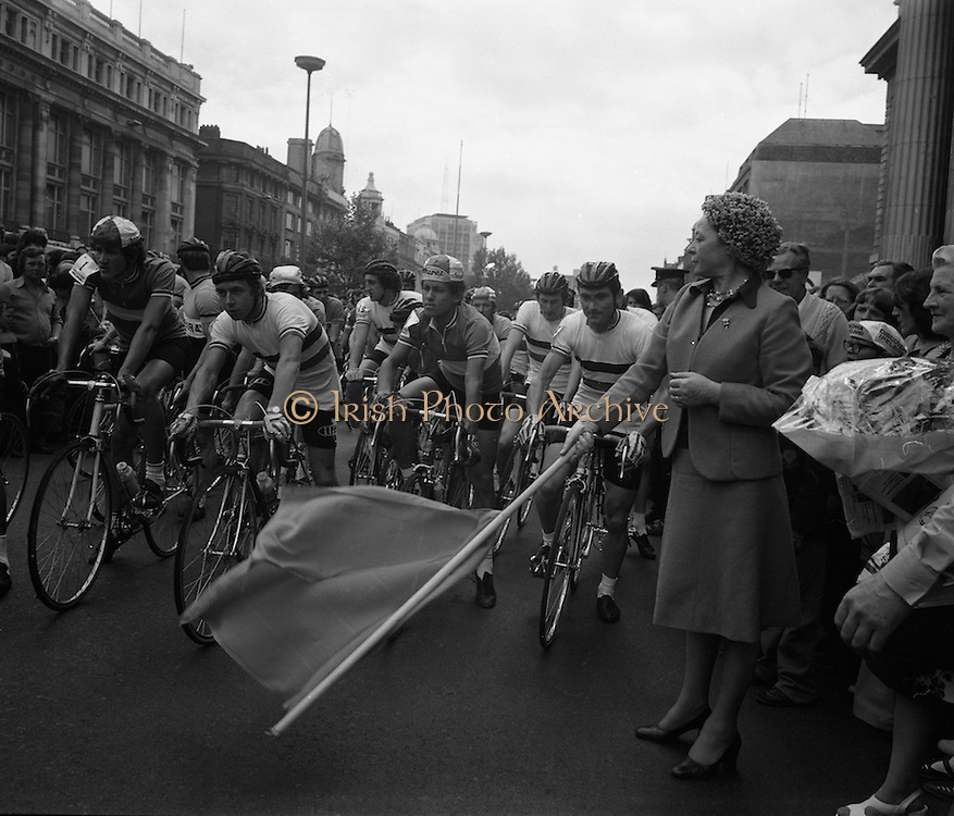 Start of Rás Tailteann. <br /> (J58).1975. 07.06.1975. 06.07.1975. 7th June 1975 saw the start of The Rás Tailteann cycle race. The race, which covers 900 miles around Ireland, will conclude in Limerick on Thursday 12th June. A field of seventy seven riders are listed to take part. The actress, Siobhan McKenna, graciously agreed to be the offical starter of the race.