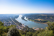 Europa, Deutschland, Siebengebirge, Blick vom Drachenfels bei Koenigswinter auf den Rhein Richtung Sueden, Insel Nonnenwerth.<br /> <br /> Europe, Germany, Siebengebirge, view from the Drachenfels mountain in Koenigswinter to the river Rhine, view to the south, Nonnenwerth island.
