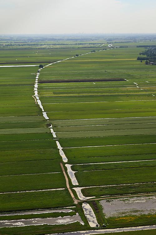 Nederland, Utrecht, Lopikerwaard, 23-05-2011; Polder Benschop met polderlandschap gevormd door sloten wegens veenafgraving. Polder landscape with drainage ditches. luchtfoto (toeslag), aerial photo (additional fee required).copyright foto/photo Siebe Swart
