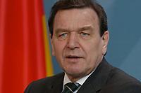 17 MAR 2003, BERLIN/GERMANY:<br /> Gerhard Schroeder, SPD, Bundeskanzler, waehrend einer Pressekonferenz zu den Ergebnissen der vorangegangenen Kabinettsitzung, Bundeskanzleramt<br /> IMAGE: 20030317-03-004<br /> KEYWORDS: Gerhard Schröder